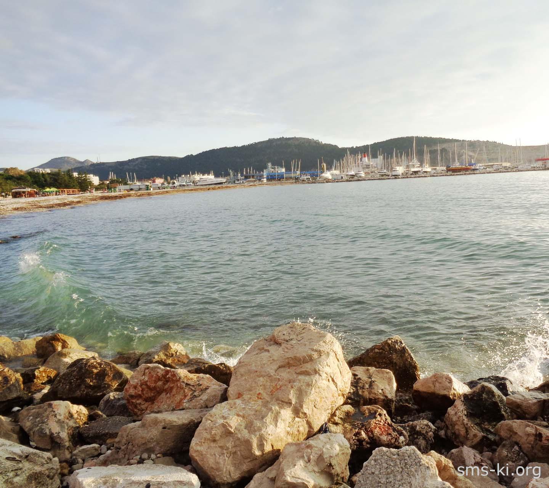 Обои - Камни на фоне моря