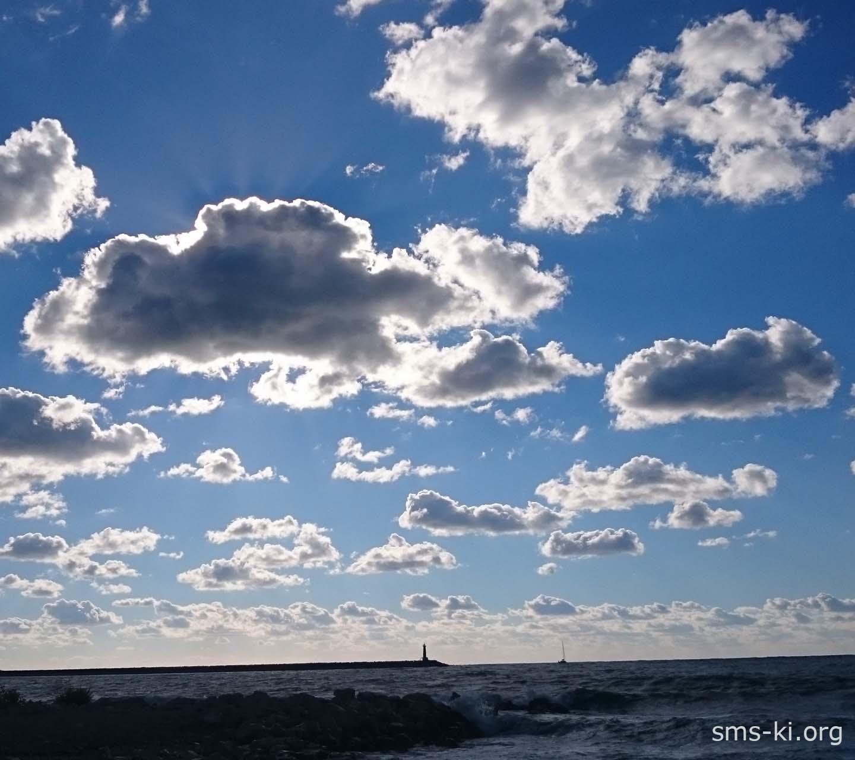 Обои - Облака и маяк