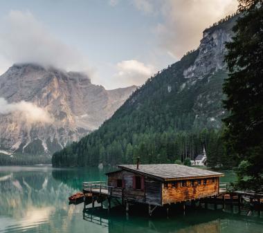 Будинок в горах у озера mini